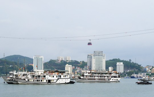 Quảng Ninh miễn vé tham quan vịnh Hạ Long để cứu đội tàu du lịch nghìn tỉ